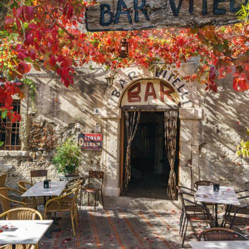 Bar Vitteli, l'un des lieux mythiques du film Le Parrain - shutterstock_758575372