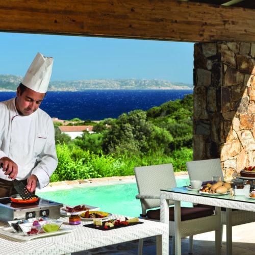 35_Erica_servizio_in_camera_con_chef_CMYK